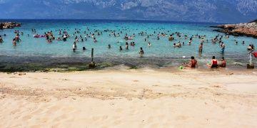 Kleopatra Plajının altın sarısı kumları turistleri cezbediyor