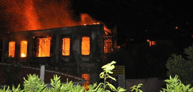 Tire'de restorasyonu devam eden konak yandı