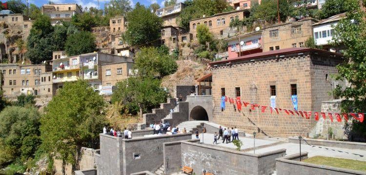 Bitlis'te restore edilen Feyzullah El Ensari türbesi ziyarete açıldı