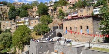 Bitliste restore edilen Feyzullah El Ensari türbesi ziyarete açıldı