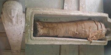 Mısırın Asvan kentinde 2500 yıllık mumya ve bir çömlek mezar bulundu
