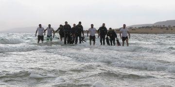 Batık antik yoldan kah yürüyerek kah yüzerek Çarpanaka ulaştılar