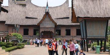 Endonezyanın kültürel zenginliği Taman Mini parkında sergileniyor