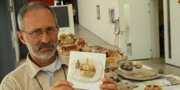 İzmirdeki Yeşilova Höyüğünde 8 bin yıllık çipura kemiği bulundu
