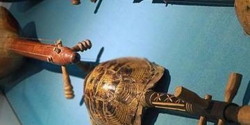 İbrahim Alimoğlu Müzik Müzesinin hem enstrümanı hem ziyaretçisi artıyor
