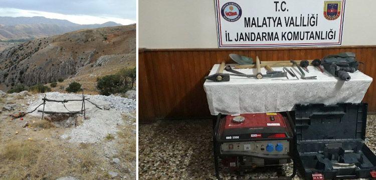 Malatya'da 3 defineci kazdıkları 6 metrelik kuyuda suçüstü yakalandı