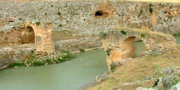 Havaya uçurulan tarihi Roma Köprüsü Kızılin restore ediliyor