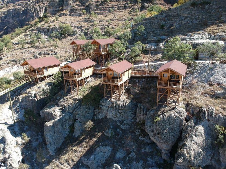 Friglere ait Solaklar Kaya Evlerinin imitasyonları turizme hazırlanıyor