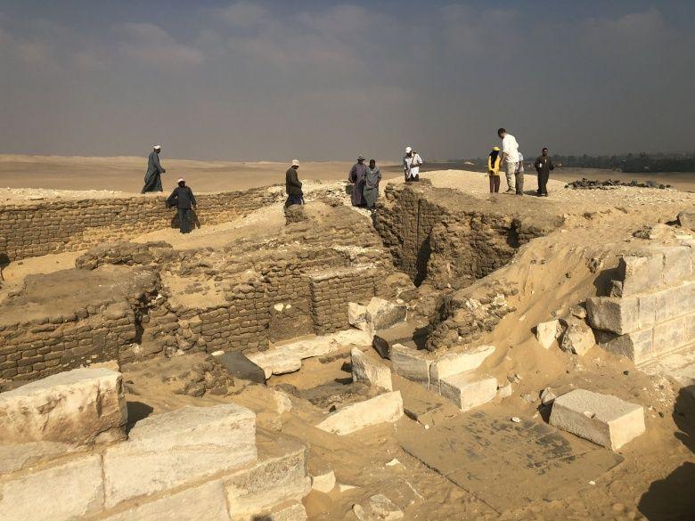 Firavunun tek dostu yazılı Mısırlı rahip mezarı bulundu