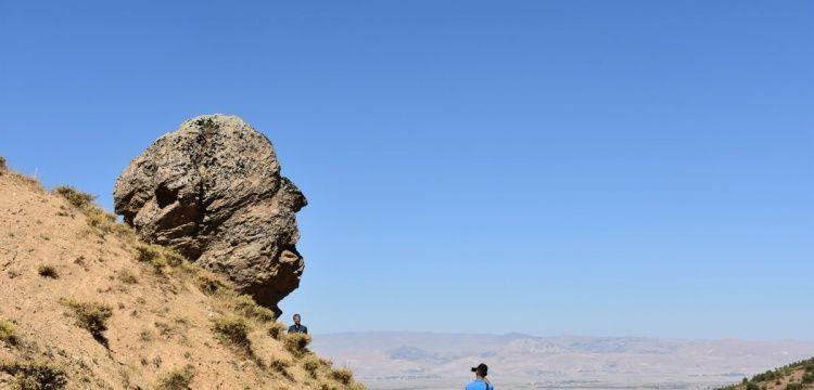 Muş'un Anıt kayası Ovaya Bakan Adam ziyaretçileri bekliyor