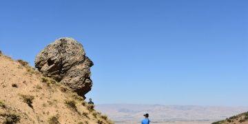 Muşun Anıt kayası Ovaya Bakan Adam ziyaretçileri bekliyor