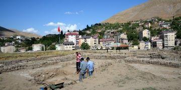 Arkeologlar Bitlis Kalesinde bin yıllık Bizans sikkesi buldu