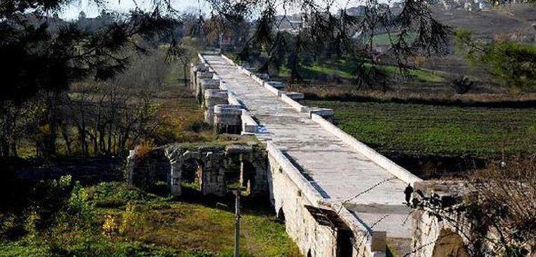 Justinianus Köprüsü'nde haç işaretli sütun başlığı bulundu