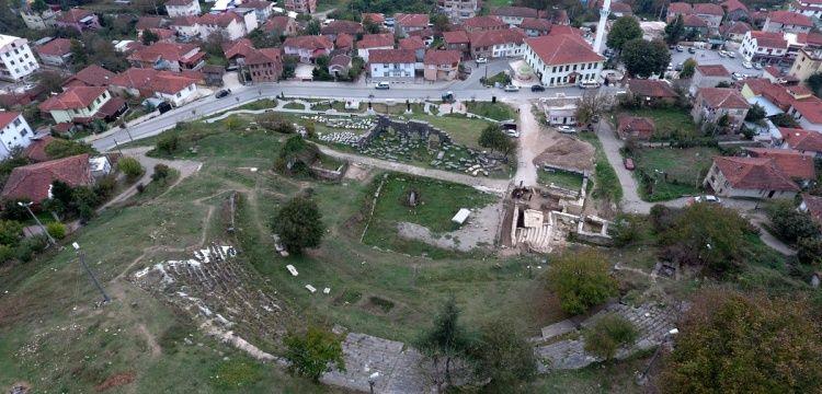 Düzceli vatandaşlar farkında olmadan antik tiyatroyu korumuşlar