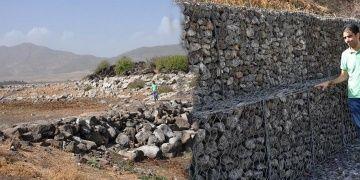 Taşlıgeçit Arkeoloji Parkının çelik kafesleri 8 yıl sonra su altından çıktı