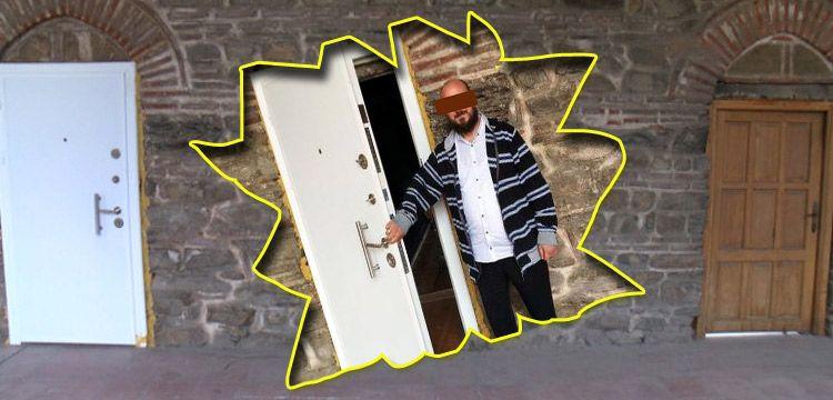 510 yıllık tarihi handa kiraladığı odaya çelik kapı taktırdı