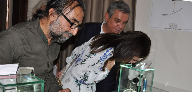 Kuşadası'nda Mikro Minyatür Müzesi açıldı