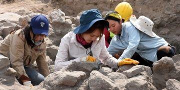 Güney Koreli arkeoloji öğrencileri Kültepede pişiyor