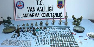 Jandarma ekipleri Vanda çok sayıda tarihi eser yakaladı