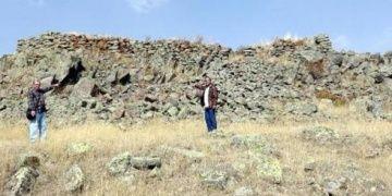 Koçbaşlı mezar taşları çalınınca definecilere karşı alarm verildi