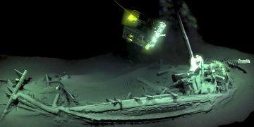 Karadenizde 2400 yıllık sağlam batık gemi enkazı bulundu