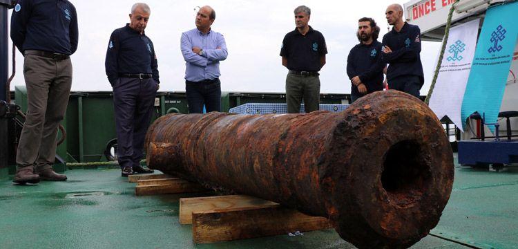 Didim'deki batık Rus gemisinden top ve mutfak eşyaları çıkarıldı