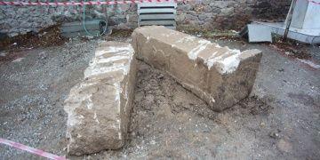 Kütahyada altyapı kazısında antik sütunlar bulundu