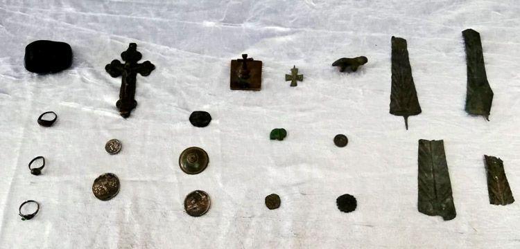 Kayseri'de 8 sikke, 3 haç, 3 yüzük ve 7 tarihi obje yakalandı