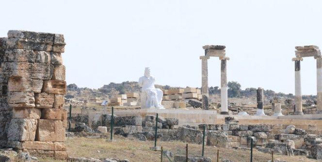 Hades ve Kerberos Hierapoliste ziyaretçileri görmek için gün sayıyor