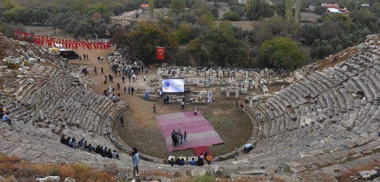 Stratonikeia'yı tanıtacak tur rehberleri antik kenti tanıdı