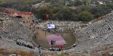 Stratonikeiayı tanıtacak tur rehberleri antik kenti tanıdı
