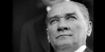 Bakan Ersoyun Cumhuriyet Bayramı mesajı ve Atanın restore edilen görüntüleri