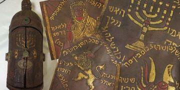 Balıkesirde İbranice altın yaldızlı Tevrat yakalandı