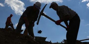 Arkeoloji işçileri için kazı alanları bacasız fabrika gibi