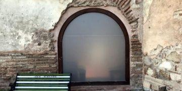Cam kapı ve buzlu cam takılan cami TBMMde soru önergesi oldu
