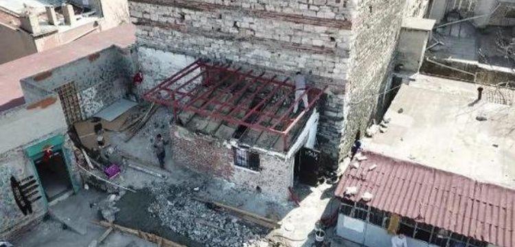 Tarihi alana yapılan kaçak yapılar silahlı saldırı sonrası yıkılıyor