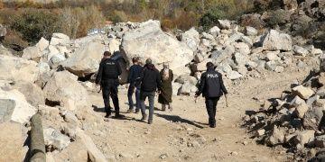 Erzincanda definecilerin kazdığı alanda Selçuklu porselen kalıntıları çıktı