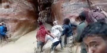 Petra Antik Kentini sel bastı