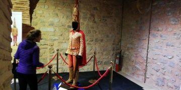 Altın Elbiseli Adam Sultanahmette ziyaretçileri bekliyor