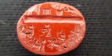 Demrede bulunan 1800 yıllık yüzük taşındaki işçilik şaşırttı