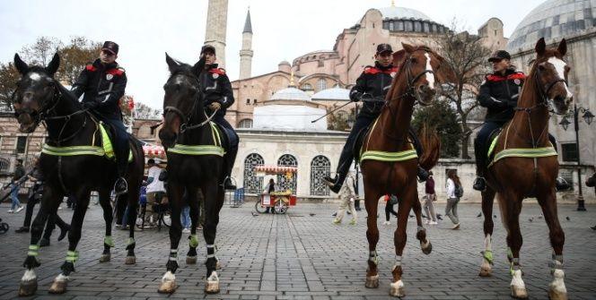 Sultanahmet meydanında atlı polisler göreve başladı