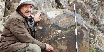 Kağızmanda bulunan kaya resimlerinde Türk motifleri dikkat çekiyor