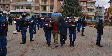 Yakalanan 10 defineciden biri Uşak Üniversitesinde memur çıktı