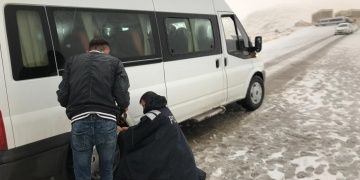 Turistler kar engeline rağmen Nemrut Dağına çıkmaktan vazgeçmediler
