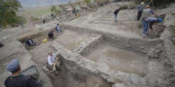 Ilısu Barajı arkeolojik kurtarma kazıları sondaj çalışmaları ile sürüyor