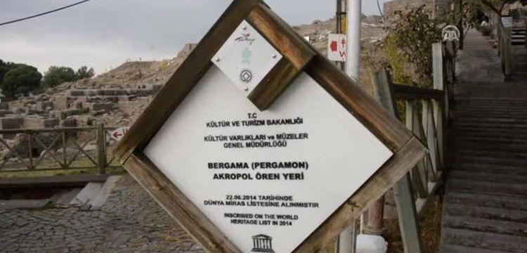 Bergama Akropolünün girişindeki 5 dükkan yandı