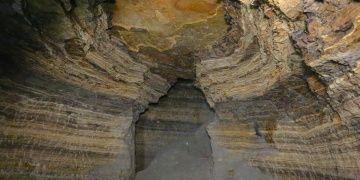 Bayburt Hakimtepede arkeologlar kayalara oyulmuş yapılar buldu