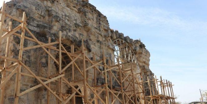 Anavarza Antik Kentinin muhteşem Zafer Takı restore ediliyor