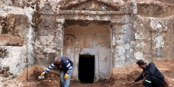 Gelinler Dağındaki kaya mezarlarında ruhu şad olsun yazıları keşfedildi