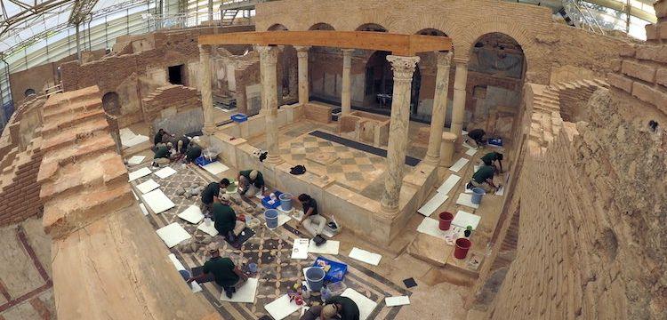 Efes'te mimari açıdan önemli arkeolojik keşif: Ahşap çatı bulundu